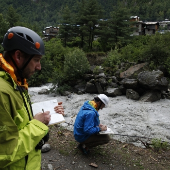 Quake-hit Nepal reopens Annapurna circuit after experts give all clear
